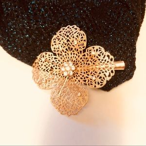 Jewelry - Gold Blossom Hair Clip.